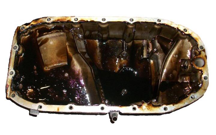 Zo ontstaat zwarte drab in automotor en verwijder je het